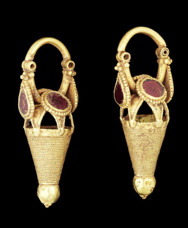 A pair of Parthian gold and glass earrings Iran, circa 2nd-4th Century A.D…