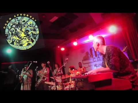El vigorrítmico directo de 'Ogun Afrobeat' hace sudar Madrid. | esejambo.com