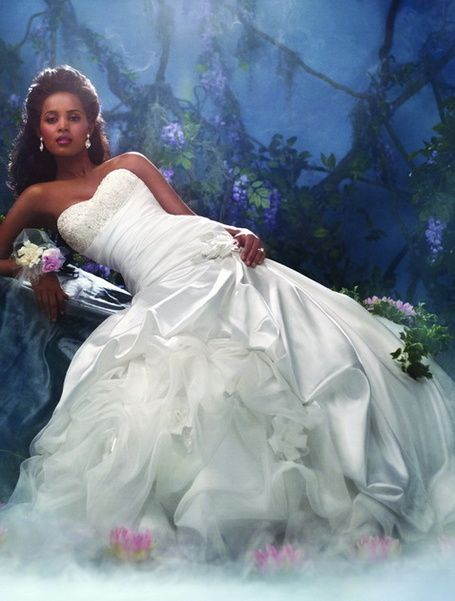 31 best Princess gowns images on Pinterest   Wedding bridesmaid ...