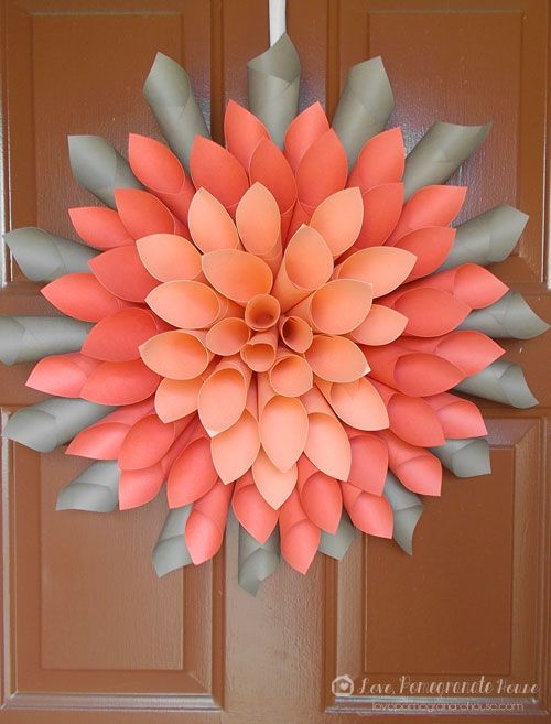 6 fabulous handmade seasonal wreaths for your home - Follow @Guidecentral for beautiful #crafts and #DIY