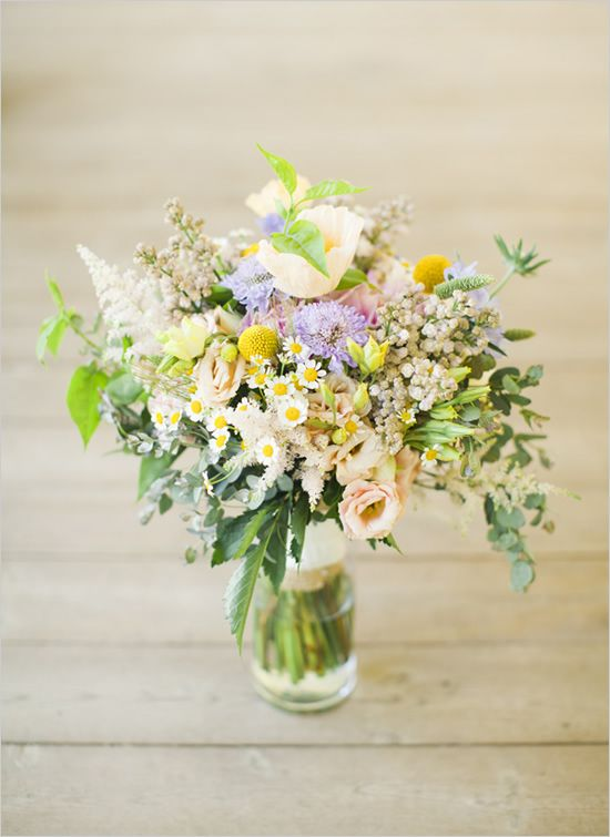 Love this mini daisy wedding bouquet