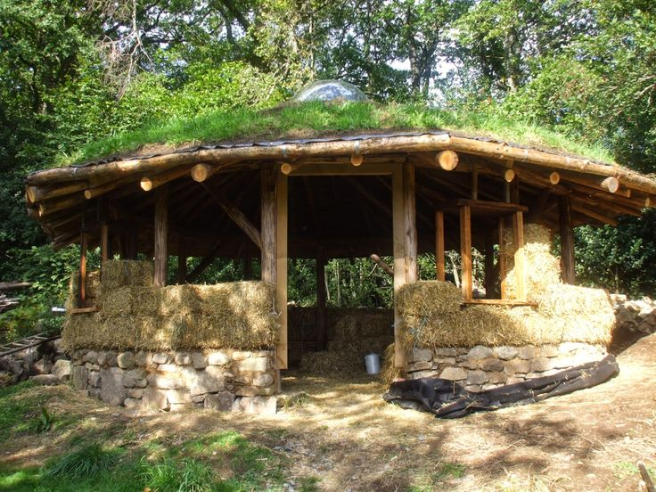 Building The Straw Bale Round House The Green Life