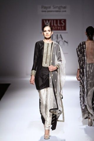 Payal Singhal WIFW S/S 2015 | Wills Lifestyle India Fashion Week | www.footnotesandfinds.com