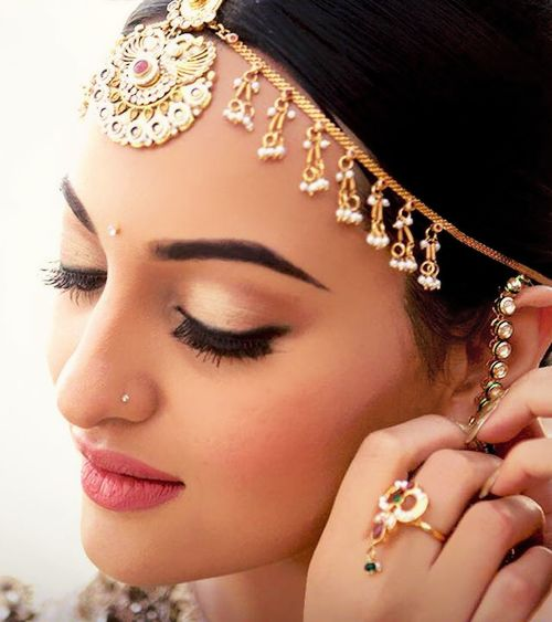 Sonakshi Sinha in a bridal avatar. Bridal jewellery and makeup.