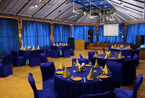 Snow King Retreat is located close to the Great #Himalayan Nature #Park and offers facilities like internet, conference hall, multi-cuisine #restaurant ,spacious #convention hall . We provides most #modern facilities for a successful #conference. #Hotel #shimla #kufri #snow #hall