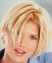 Blonder Kurzhaarschnitt à la Meg Ryan