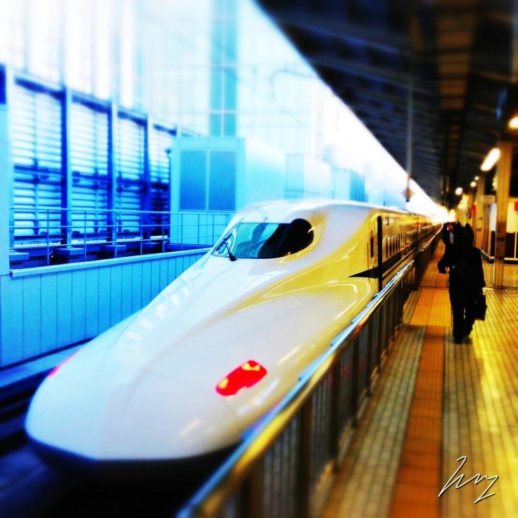 2012/12/06 Photo Diary:  Tokyo Station  東京駅にて、新幹線待ち。  Tokyo station, ready to Shin-kansen.  from iPhone camera