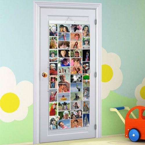 """Ce grand panneau à suspendre peut contenir toutes les photos et cartes postales préférées de votre enfant. Accrochées dans sa chambre, il peut ainsi les regarder et les """"commenter"""" tout à loisir sans risquer de les abîmer. Idéal pour habiller le derrière d'une porte."""