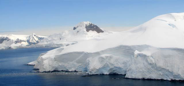 . Por el aislamiento humano propio de aquellos tiempos sino porque la Antártica parecía un mundo de otro planeta, un desierto blanco extremadamente frío ...