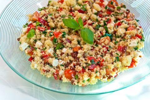 Tällä viikolla valmistimme Voice TV:ssä välimerellistä couscoussalaattia.  Tämä salaatti on todella ...