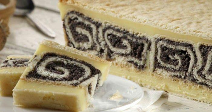 Ten, kdo má rád makové zákusky a koláče, neodolá ani tomuto fenomenálnímu pokušení pod názvem Černá růže. Makové rolády uvnitř koláčku nejen vypadají skvěle, ale i chutnají lahodně.