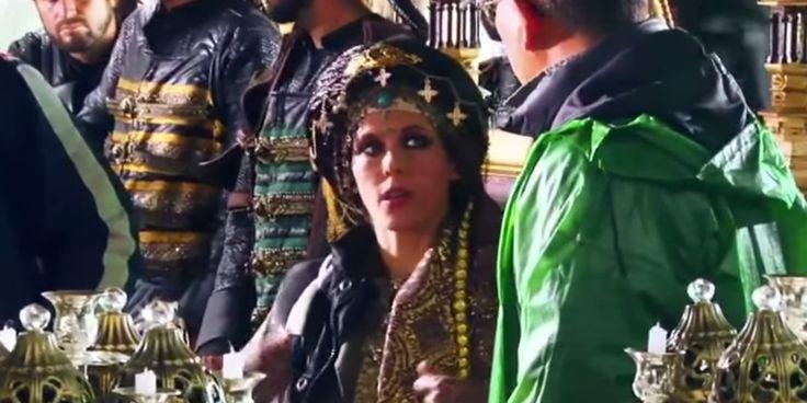 PEOPLE - Voilà les premières images de Lorie dans un blockbuster international. La chanteuse joue un second rôle encore indéterminé dans Dragon Blade, aux côtés notamment de Jackie Chan. Dec 29 2014