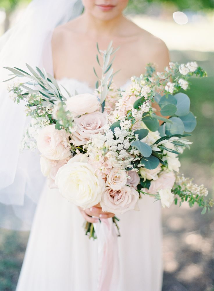 Pale Pink and Ivory Bouquet   photography by http://thegreatromancephoto.com/