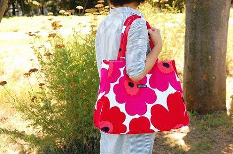 多くの女性に人気の北欧ブランドの『マリメッコ』 マリメッコはフィンランドが発祥の北欧ブランドで街中では大きな花の『ウニッコ』柄のバッグを持つオシャレな女性を多く見かけます。 今、そんなマリメッコのグッズを買いに、フィンランドへ出かける女性が急増しています。 http://hokuohkurashi.com/?pid=22523318 1.ヘルシンキ空港のマリメッコショップを覗こう! http://blog.goo.ne.jp/chibo-eat_a_burger/e/4a067399fdbebacac2bc04e7f5e5c959…