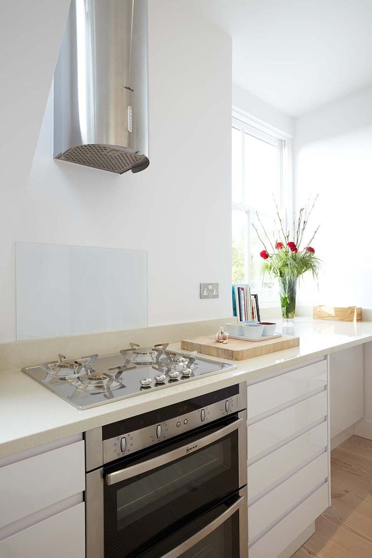High gloss kitchens mastercraft kitchens - White High Gloss Kitchen With Composite Worktop Smeg Hob And Elica Extractor