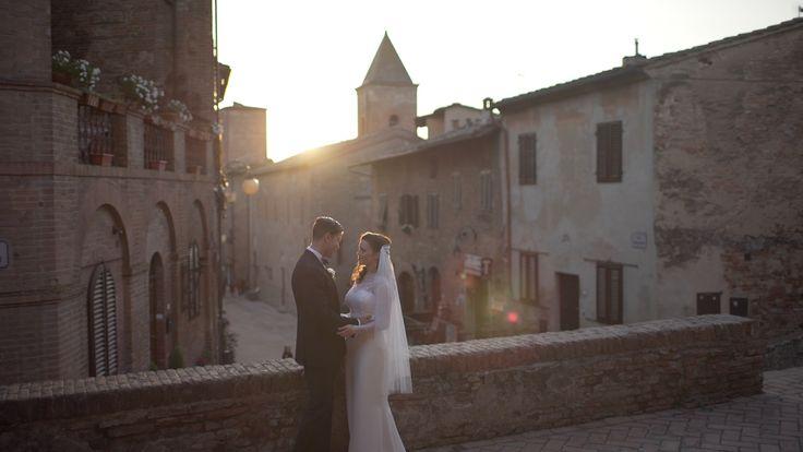 A lovely couple captured during Certaldo's sunset. <3 #weddingvideo #wedding #weddingday #elopement #matteocastelluccia #destinationwedding
