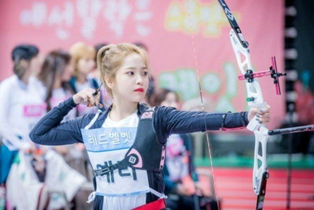 Idol Star Athletics Championship Unveils Photos Of Red Velvet And Twice Participating In The Archery Competition Red Velvet Velvet Red