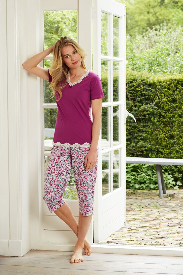 Mix & Match set with pretty laced violet top and  sweet Spring blossom flowers 3/4 pants - A Pastunette perfect match!