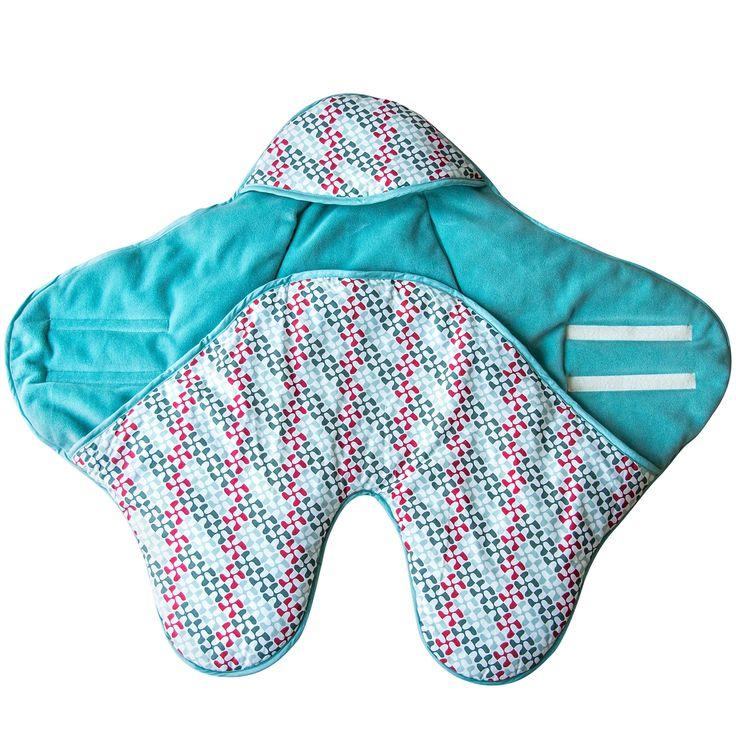 La couverture nomade de la collection Puzzle par Trixie Baby permet de transporter et de garder bébé au chaud tout au long de la promenade dans le cosy, en poussette ou en voiture !