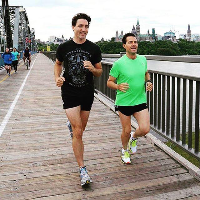 Here's Justin Trudeau and Enrique Peña Nieto joining the #legsit craze. #justintrudeau #enriquepeñanieto #apechottie