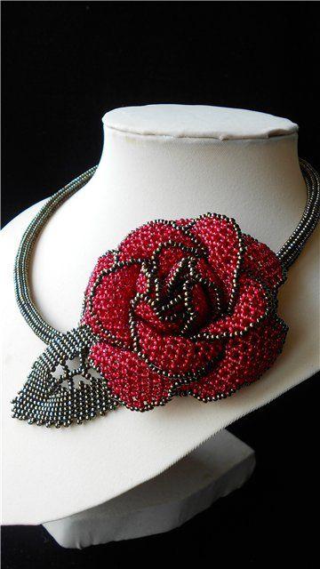 "Колье ""Кармен"" | biser.info - всё о бисере и бисерном творчестве. This necklace has a simple design but is beautiful! Curleytop1."