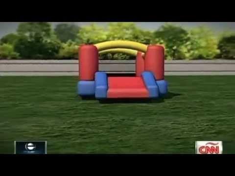 Un castillo inflable 'vuela' con tres niños dentro - YouTube