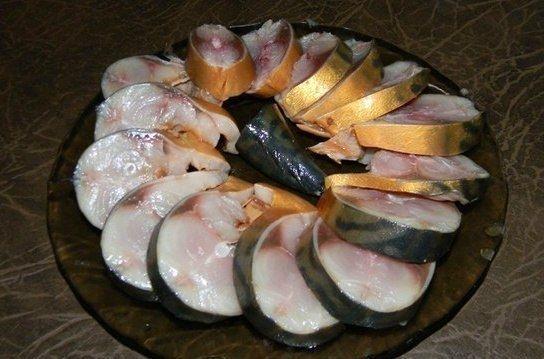 Фото к рецепту: Скумбрия, сделанная под домашнюю
