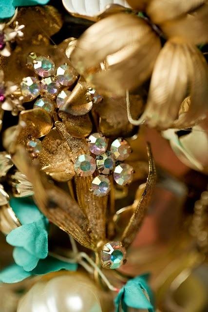 rhinestone brooch with crystal powder on gold