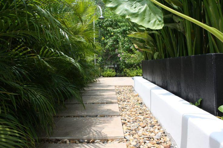 Navegue por fotos de Jardins modernos  por Camilo Pulido Arquitectos. Veja fotos com as melhores ideias e inspirações para criar uma casa perfeita.