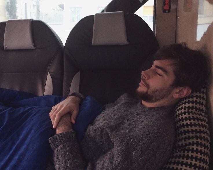 Midday siesta en el bus ya hemos llegado a Bern! by alvarosolermusic