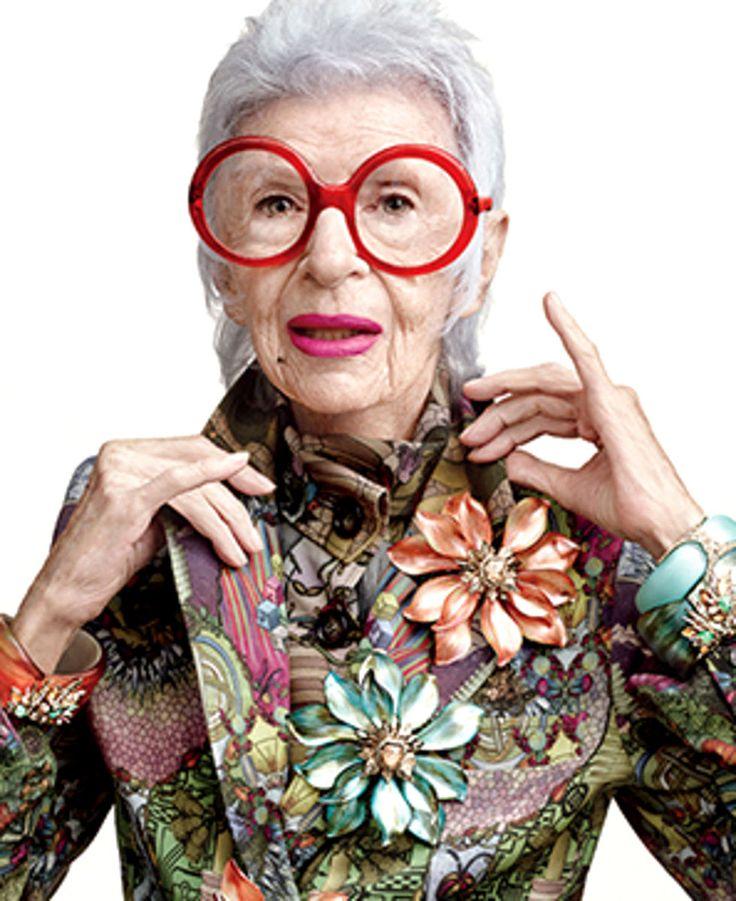 Iris Apfel '' yo digo, viste para complacerte a ti misma. Escucha a tu musa interna y toma la oportunidad. Viste algo que diga- aqui estoy! hoy''