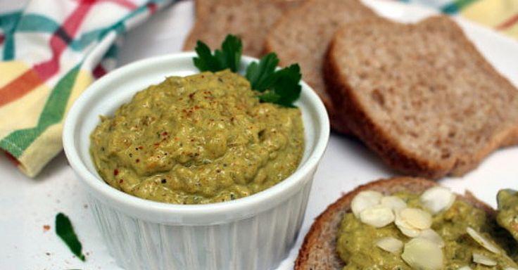 Lilková pomazánka s česnekem a olivovým olejem