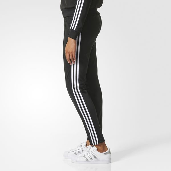 A contemporary and sustainable take on an iconic adidas Originals design. These women's track pants are cut for a modern silhouette with a slim, streamlined fit. Detailed in classic style with 3-Stripes on the legs.
