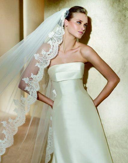 Vends robe de mariée PRONOVIAS - Collection créateur Manuel MOTA    - Robe ONIL (sans traîne) - Taille 40  style extrêmement élégant, permet de bouger facilement.   Aucune retouche n'a été faite.    - Étole Micado de soie, couleur ivoire  peut être