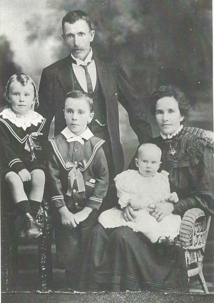 Silas Croucher and family about 1909