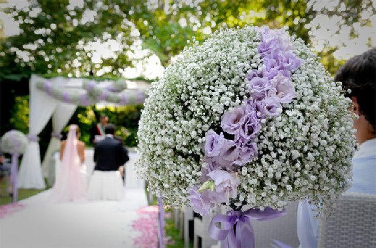 agregarle flores gipsofilias para que pueda combinar con la cortina