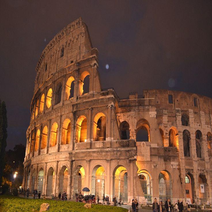 Kolezyum, Roma  İtalya'nın tarih kokan başkenti Roma'da bulunan diğer bir adıyla Flavianus Amfitiyatro olan Kolezyum, yapımı M.Ö 72 yıllarına dayanan ve 80 yılında tamamlanan bir arenadır.  Bu tarihi arena içerisinde imparatorların özel eğlence geceleri düzenlenir aynı zamanda gladyatörlerin ölümcül dövüşleri sergilenirdi. İçerisinde gerçekleşen eğlenceler, dramatik olaylar, halk gösterileri ve dövüşler Kolezyum'un tarihinde saklanan önemli olaylardır.  #italy #italia #italya #rome #roma