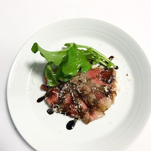 牛サーロインのタリアータ〜ルッコラとバルサミコ〜 #タリアータ #tagliata  #牛 #牛肉 #サーロイン #肉 #beef #Lombata #ルッコラ #Rucola #バルサミコ #Balsamico #balsamic #balsamicvinegar  #イタリア料理 #イタリアン #イタリア #Italia #シンプル #simple #料理 #料理好きな人と繋がりたい  #デリスタグラマー #delistagrammer  #クッキングラム #cooking #delicious