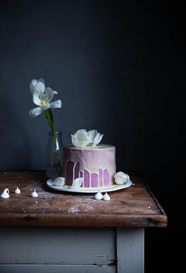 Lemon cake with blueberry cream cheese icing and white chocolate glaze | Linda Lomelino / Call Me Cupcake // Allt om mat