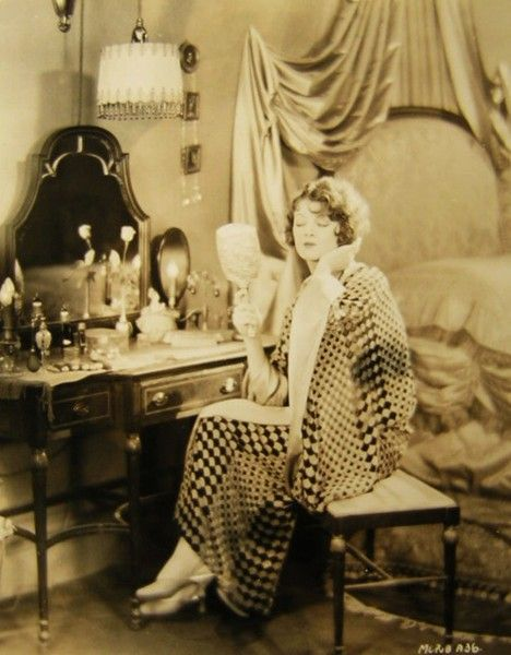 I need this for my bedroom. 1920s vanity table