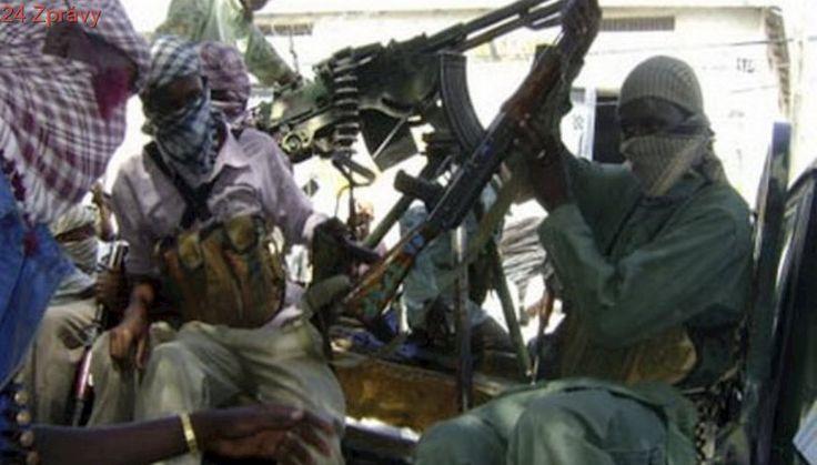 Islamisté z Šabábu zaútočili raketomety na misi Africké unie, mnoho mrtvých