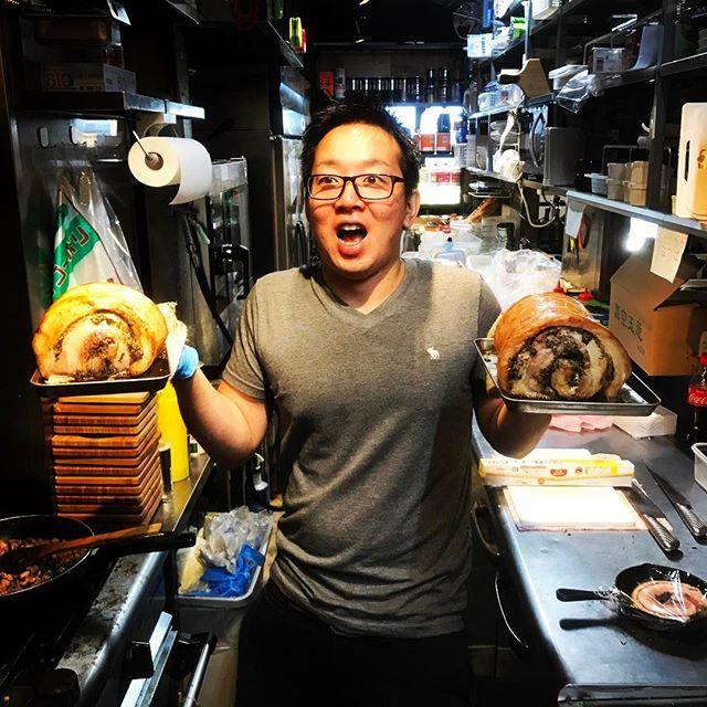 「肉の日‼︎」 こんにちわ! こんばんわ! 半裸じゃない方のたむけんこと田村謙介です! さて本日は肉の日!ということなので肉バルノースマン蒲田東口店でも肉の日イベントを開催したいと思います‼︎ サイコロを振り、出た目の足した数が2or9だったらその日のお会計29%OFF‼︎ 太っ腹イベントですねぇ〜。 運に自信のある方は是非ご来店のしていただき、肉の日イベントを楽しんでもらいたいです! 写真は当店名物料理、夢味ポークのポルケッタを持ってはしゃいでるコボちゃんです 笑  #ワイン #肉 #蒲田 #肉バルノースマン #肉会 #肉部 #肉を食らう会 #スゲーコスパ #コスパ #ワイン #ビール #自家製ドリンク #自家製料理 #リーズナブル #kamata #Ameba #ブログ #2階 #Instagram #東京 #TOKYO #名物 #コボちゃん #女子会 #男子会  #29の日 #肉の日  Amebaブログにて更新中。 「羽田出身」成田竜也の楽しくやるのが一番なんです。 http://ameblo.jp/nikubarunorthmankamata…