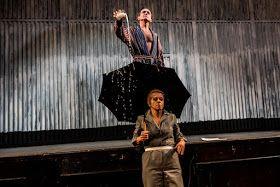 """Olimpia de Gouges (Beata Bandurska) w spektaklu """"Żony stanu, dziwki rewolucji, a może i uczone białogłowy"""""""