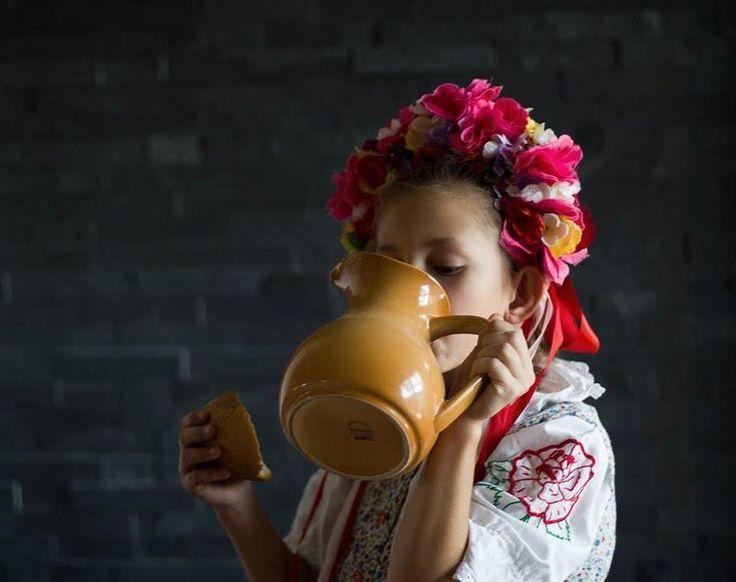 Mali by sme byť hrdí že sme Slováci. Koľuje v nás krv slovenská a všetko dobre čo nám naši predkovia zanechali by sme mali dodržiavať...ako Kristínka ktorá už od malička miluje folklór a ľudové zvyky....  #praveslovenske od @veronika.korbelova