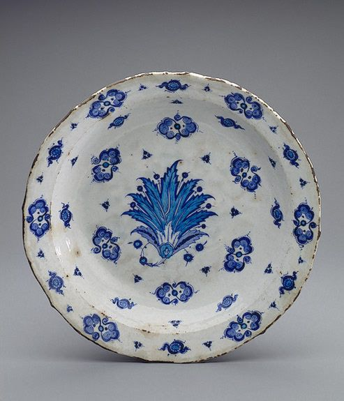 Faience Dish - Turkey, Iznik - Second quarter of 16th century - The State Hermitage Museum