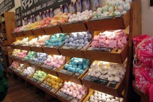 Lush Bath Bombs. Can someone please tell me why there isn't a Lush store anywhere near me? I'd go crazy in that place!