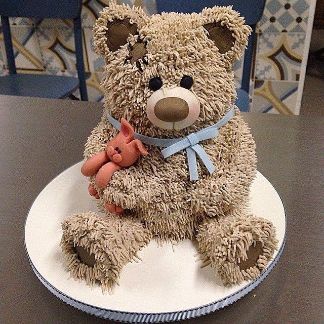 É de pelucia ? No no no ... Bolo mesmo !! Minhas clientes sao as melhores !! Amei fazer !! #cake #cakedesing #CakeMasters #urso #bolodecorado #boloinfantil #chocolate #chadebebe #demais #chocolatebelga #marciajunqueira #marciajunqueiraconfeitaria