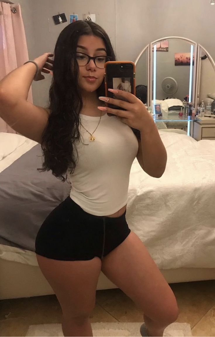 Pin by 𝕾𝖕𝖆𝖓𝖎𝖘𝖍 𝕸𝖆𝖒𝖎 on Thick | Mirror selfie, Body goals