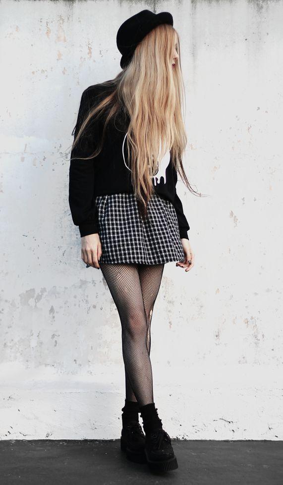 Melted Ying yang sweatshirt with hat, fishnet leggings, Little Choker, Black socks & Black creepers shoes