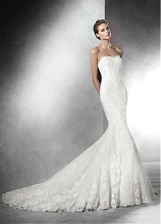 Elegant Tulle V-neck Neckline Mermaid Silhouette Wedding Dress with Lace Appliques